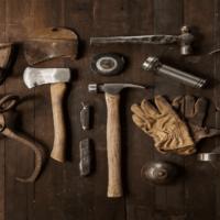 atelier rempli d'outils